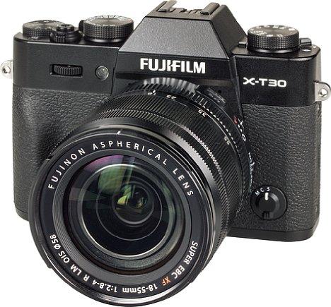 Bild Die Fujifilm X-T30 besteht aus einem solide wirkenden Mix aus Kunststoff und Metall, wobei weder die Verarbeitungsqualität noch die Optik zu Kurz kommen. [Foto: MediaNord]