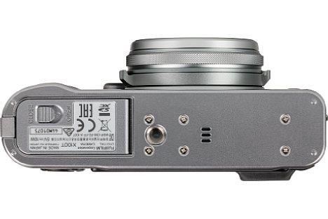 Bild Das Metallstativgewinde der Fujifilm X100T liegt außerhalb der optischen Achse. [Foto: MediaNord]