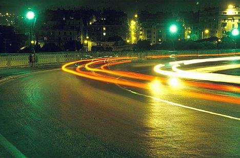 Bild Lichtbögen auf Straße [Foto: Jürgen Rauteberg]