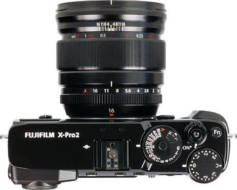 Bild Mit sieben mal acht Zentimeter und 375 Gramm Gewicht ist das Fujifilm XF 16 mm F1.4 R WR zwar nicht klein, aber angesichts der Lichtstärke doch kompakt. [Foto: MediaNord]