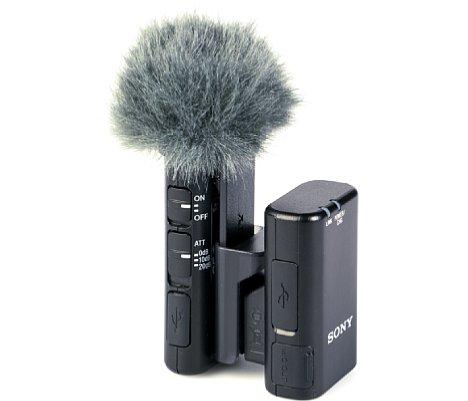 Bild Über einen mitgelieferten Kunststoff-Clip können Sender und Empfänger des Wireless-Mikro ECM-W2BT zum Transport miteinander verbunden werden. [Foto: MediaNord]