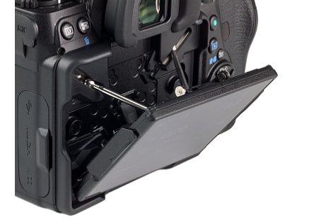 Bild Nach unten lässt sich der Bildschirm der Pentax K-1 Mark II um 45 Grad neigen. [Foto: MediaNord]