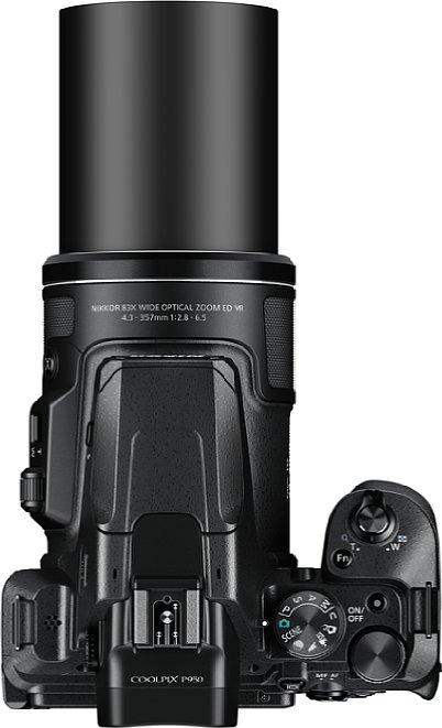 Bild Die Nikon Coolpix P950 bietet im Gegensatz zum Vorgängermodell einen Blitzschuh. [Foto: Nikon]