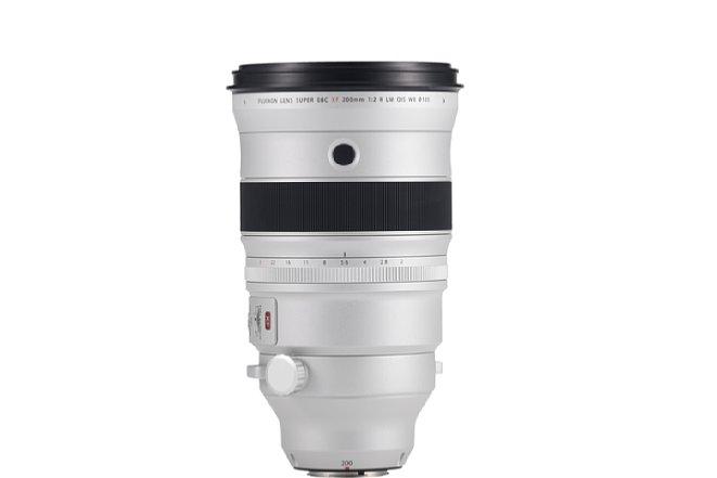 Bild Neben dem elektronischen Fokusring bietet das Fujifilm XF 200 mm F2 R LM OIS WR auch einen in Drittelstufen rastenden Blendenring. Leider lässt sich jedoch die Automatik-Position nicht verriegeln. [Foto: Fujifilm]
