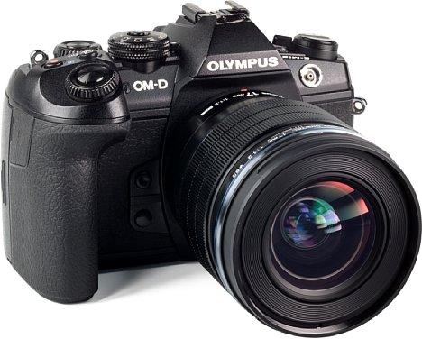 Bild Wie die anderen beiden F1,2 lichtstarkes Festbrennweiten besitzt auch das Olympus 17 mm 1.2 ED Pro ein 62mm-Filtergewinde, was die drei Objektive zu einem praktischen Trio macht. [Foto: MediaNord]
