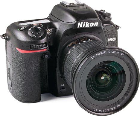 Bild DasNikon AF-P DX 10-20 mm 1:4,5-5,6G VR besitzt trotz des großen Bildwinkelsein 72mm-Filtergewinde. [Foto: MediaNord]