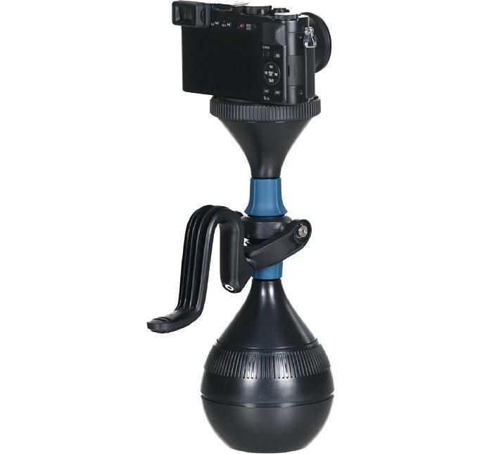 Bild Selbst kleinere Systemkameras mit einem Gesamtgewicht (inklusive Objektiv) von ca. 500 Gramm (je nach Lage des Schwerpunkts) lassen sich mit dem mechanischen solidLUUV stabilisieren. [Foto: Luuv]