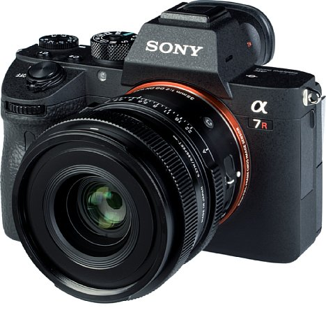 Bild An der Sony Alpha 7R III macht das Sigma 35 mm F2 DG DN Contemporary eine gute Figur, auch wenn es etwas kopflastig ist. [Foto: MediaNord]