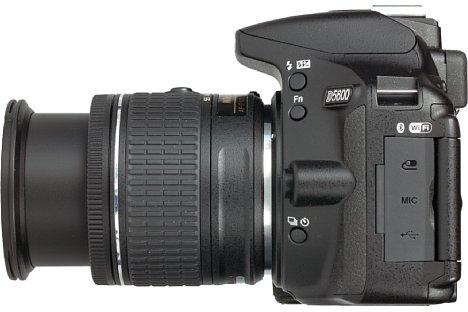 Bild Auf der linken Seite der Nikon D5600 sitzen wichtige Bedienknöpfe: Die frei belegbare Fn-Taste ist sinnvoll mit der ISO-Empfindlichkeit vorbelegt, mit der Taste ganz unten werden der Selbstauslöser oder die Serienbildfunktion aktiviert. [Foto: MediaNord]