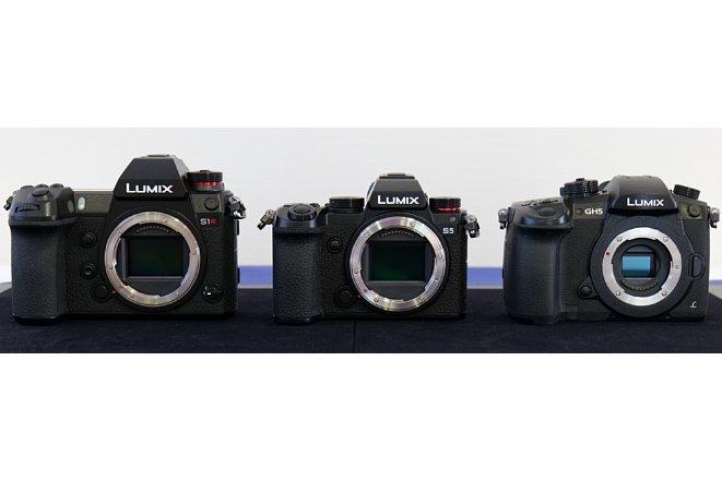 Bild Größenvergleich der Panasonic Lumix  DC-S1R (links), DC-S5 (mitte) und DC-GH5 (rechts). [Foto: MediaNord]