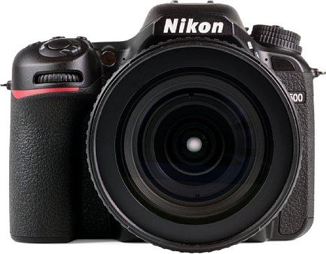 Bild Zum Test trat die Nikon D7500 mit dem AF-S Nikkor 16-80 mm F2.8-4E ED DX VR an, das ebenfalls gegen Staub und Spritzwasser geschützt ist. Diese Kombination verkauft Nikon auch als Set. [Foto: MediaNord]