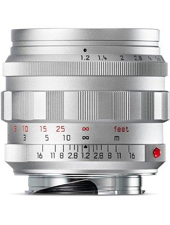 Bild Vom silbernen Original des Leica Noctilux-M 1:1,2/50 Asph. gab es nur fünf Prototypen, die heute begehrte Sammlerstücke sind. Auch die silberne Neuauflage ist eine Sonderedition und auf 100 Exemplare begrenzt. [Foto: Leica]