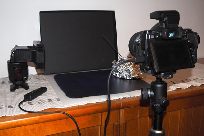 Bild Das Tischstudio passt beispielsweise auf eine Kommode und kann mit einfachstem Zubehör realisiert werden. [Foto: Harm-Diercks Gronewold]