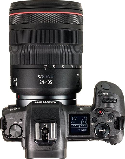 Bild Das kleine Schulterdisplay der Canon EOS R lässt sich beleuchten und bietet zwei umschaltbare Informationsanzeigen. [Foto: MediaNord]