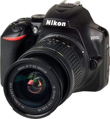 Bild Nikon D3500 mit AF-P 18-55 mm VR. [Foto: MediaNord]
