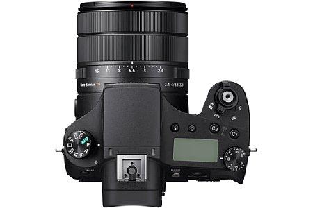 Bild Das Objektiv der Sony RX10 IV verfügt über drei Einstellringe für Blende, Zoom und Fokus. [Foto: Sony]