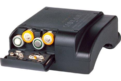 Bild Mit vier Mikrozellen wird der kleine Adapter mit Strom versorgt. [Foto: MediaNord]