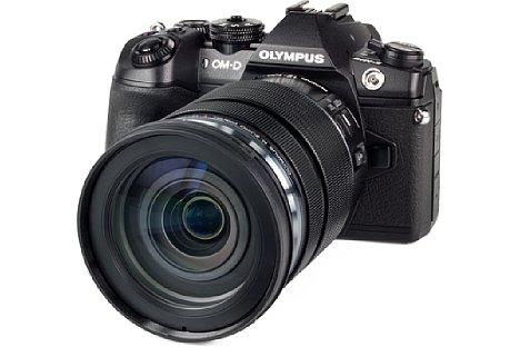 Bild Das 72 mm Filtergewinde des Olympus 12-100 mm 4 IS ED Pro besteht lediglich aus Kunststoff. [Foto: MediaNord]