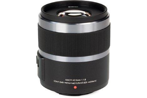 Bild Das Yi 42,5 mm F1.8 ist nur im Doppelset mit der M1 zu haben und besteht ebenfalls aus Kunststoff. Im Gegensatz zum 12-40 mm bietet es nicht einmal einen Fokussierring (der gummierte vordere Bereich ist ohne Funktion). [Foto: MediaNord]