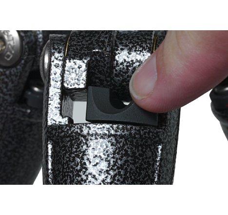 Bild Die leichtgängigen Anstellwinkelarretierungen für die Stativbeine stehen nicht über besitzen eine Vertiefung zur besseren Bedienung. [Foto: MediaNord]