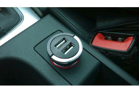 Bild USB-Ladeadapter für Autosteckdosen bzw. Zigarrettenanzünder stellen ein oder zwei USB-Buchsen bereit. [Foto: MediaNord]