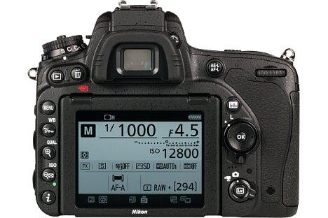 Bild Premiere bei Nikon: Erstmals besitzt mit der D750 eine Vollformat-DSLR einen Klappbildschirm. [Foto: MediaNord]