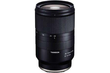 Bild Das 28-75 mm F/2.8 Di III RXD (Modell A036) ist das erste Vollformatobjektiv von Tamron für die spiegellosen Systemkameras von Sony. Sowohl der DMF als auch die digitalen Objektivkorrekturen seitens der Kamera werden unterstützt. [Foto: Tamron]
