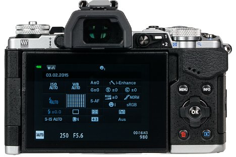 Bild Die Olympus OM-D E-M5 Mark II besitzt nun denselben 2,36 Millionen Bildpunkte auflösenden elektronischen Sucher wie die E-M1. Er ist so groß wie ein 0,74-fach vergrößernder Kleinbild-DSLR-Sucher. [Foto: MediaNord]