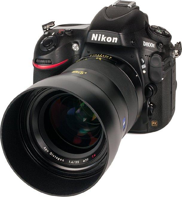Bild Das Zeiss Otus 1.4/55 macht an der Nikon D800E eine ausgesprochen gute Figur, jedoch drückt die Kombination gut zwei Kilogramm auf die Waage. [Foto: MediaNord]