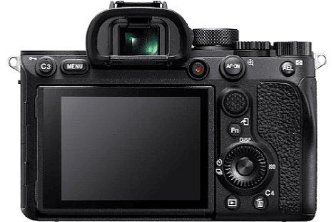 """Bild Der Bildschirm der """"neuen"""" Sony Alpha 7R IVA löst 2,36 Millionen Bildpunkte auf, was zehn Aufnahmen CIPA-Akkulaufzeit kostet. Der """"Sony""""-Schriftzug fehlt, was das einzige äußerliche Unterscheidungsmerkmal von der """"alten"""" 7R IV ist. [Foto: Sony]"""