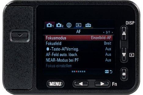 Bild Die Menüs der Sony DSC-RX0 hat der Hersteller 1:1 von seinen anderen Kameras mit viermal so großem Monitor übernommen. Auf dem 1,5-Zoll-Monitor sind sie äußerst schwer lesbar. [Foto: MediaNord]