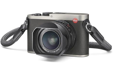 Bild Die Leica Q (Typ 116) titan kostet 4.450 statt 3.990 Euro für die schwarze Version. Dafür ist bei der Titanversion beispielsweise ein Trageriemen aus Kletterseilmaterial im Lieferumfang. [Foto: Leica]