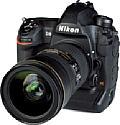 Die Nikon D6 bringt mit ihrem gedichteten Magnesiumgehäuse alleine schon 1,4 Kilogramm auf die Waage, mit dem mit 2.8 24-70 mm 2.8E VR sind es sogar knapp 2,5 Kilogramm. [Foto: MediaNord]