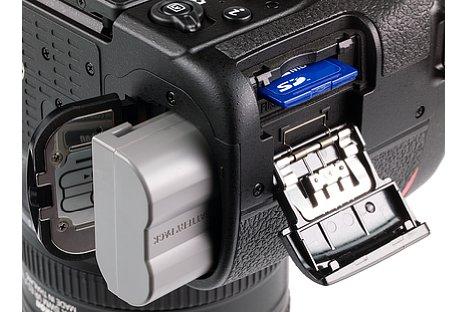 Bild Die Nikon D7500 bietet nur noch ein SD/SDHC/SDXC UHS-I Speicherkartenfgach, das aber immerhin bis zu knapp 80 MByte/s schreibt. [Foto: MediaNord]