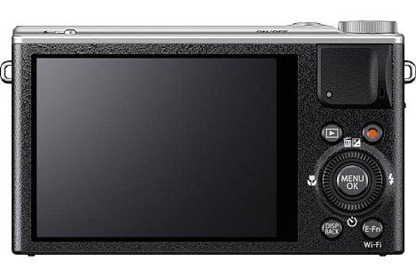 Bild Auf der Rückseite bietet die Fujifilm XQ2 einen 7,6 Zentimeter großen Bildschirm mit 920.000 Bildpunkten Auflösung, der zwar fest verbaut ist, aber einen Betrachtungswinkel von 85 Grad in jede Richtung bietet. [Foto: Fujifilm]