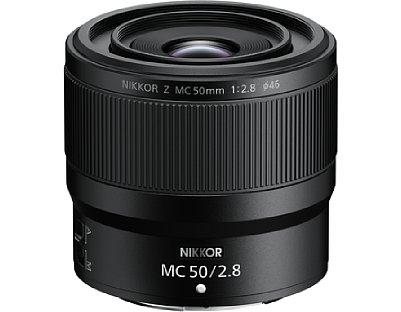 Bild Mit einer Länge von 6,6 und einem Durchmesser von 7,5 Zentimetern sowie einem Gewicht von 260 Gramm fällt das Nikon Z MC 50 mm 1:2,8 kompakt und leicht aus. [Foto: Nikon]