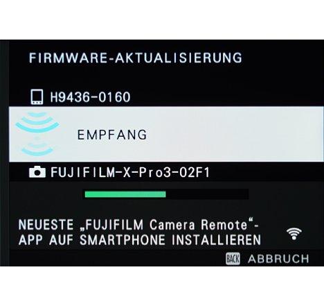 Bild Die neue Firmware wird per WLAN auf die Kamera übertragen. [Foto: MediaNord]
