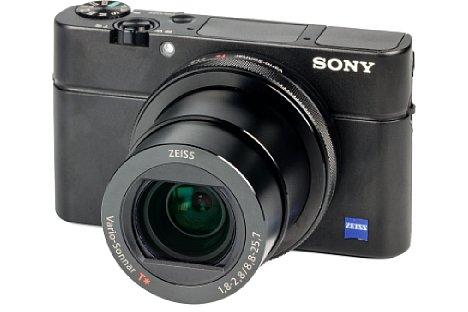 Bild Sony hat mit seiner RX100-Serie (hier das aktuellste ModellSony DSC-RX100 IV) ein sehr erfolgreiches neues Marktsegment begründet: Kleine Kompaktkameras mit verhältnismäßig großem Sensor – der ist der Schlüssel zu einer guten Bildqualität. [Foto: MediaNord]