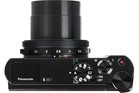 Bild Die Bedienung der Panasonic Lumix DMC-LX15 gelingt dank der vier Räder (zwei am Objektiv, zwei auf der Oberseite der Kamera) und zahlreicher, teilweise programmierbarer Tasten wirklich gut. [Foto: MediaNord]