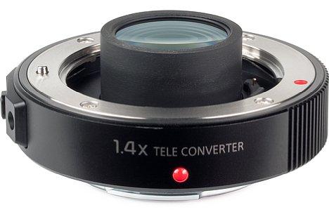 Bild Der Telekonverter Panasonic DMW-TC14 befindet sich im Lieferumfang desPanasonic Leica DG Elmarit 200 mm 2.8 Power OIS und verlängert die kleinbildäquivalente Brennweite bei einer Lichtstärke von F4 auf stolze 560 Millimeter. [Foto: MediaNord]