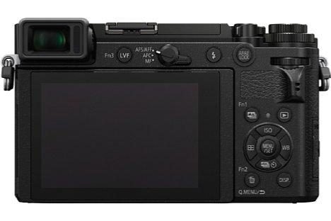 Bild Der rückwärtige Touchscreen der Panasonic Lumix DC-GX9 lässt sich um 80 Grad nach oben und 45 Grad nach unten klappen. [Foto: Panasonic]