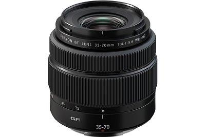 Bild Mit einem Preis von knapp 1.000 Euro (oder 450 Euro Aufpreis im Set mit der GFX 50S II) und einer kleinbildäquivalenten Brennweite von 28-56 Millimetern ist das Fujifilm GF 35-70 mm F4.5-5.6 WR der neue Einstieg in den Standardzoombereich der GFX-Systems. [Foto: Fujifilm]