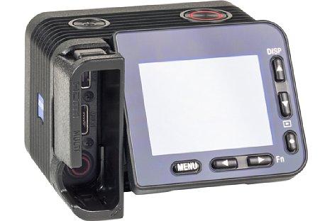Bild Zum Schutz der filigranen Buchsen befindet sich im Lieferumfang der Sony DSC-RX0 II ein Kabelführungs-Schacht, der das Abknicken der Stecker verhindern soll. [Foto: MediaNord]