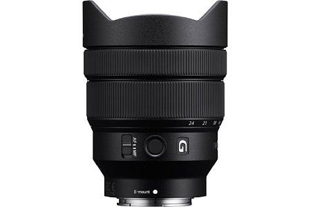 Bild Das Sony FE 12-24 mm 4 G (SEL1224G) ist ebenfalls aus hochwertigen Linsen und mit Nanovergütung gebaut, auch wenn es nicht der G-Master-Serie angehört. Die Gegenlichtblende ist fest verbaut, ein Filtergewinde gibt es angesichts 122° Bildwinkel nicht. [Foto: Sony]