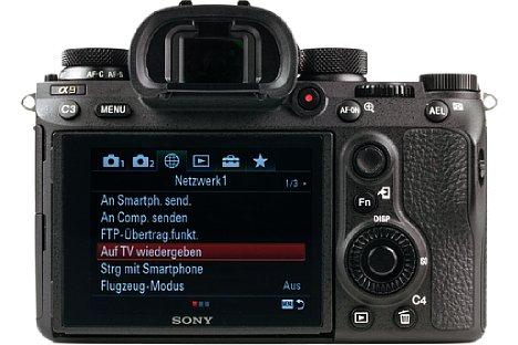 Bild Die Sony Alpha 9 besitzt nicht nur einen nach oben und unten neigbaren Touchscreen, sondern auch einen 0,78-fach vergrößernden elektronischen Sucher mit geringer Latenz und hoher Auflösung von 3,7 Millionen Bildpunkten. [Foto: MediaNord]