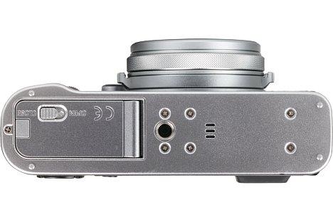 Bild Die Platzierung des Stativgewindes in der optischen Achse stand offensichtlich nicht im Pflichtenheft der Fujifilm-X100F-Konstrukteure. [Foto: MediaNord]