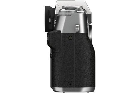 Bild Das Gehäuse der Fujifilm X-T30 II ist identisch zur X-T30. Sie bietet nur einen kleinen Handgriff und eine Daumenmulde. [Foto: Fujifilm]