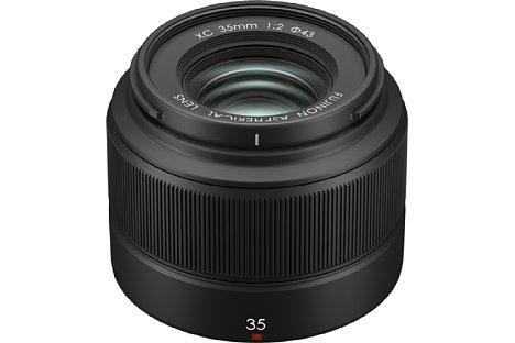 Bild Das Fujifilm XC 35 mm F2 bietet zum kleinen Preis eine hohe Lichtstärke von F2. Zwei asphärische Linsen soll für eine hohe Bildqualität sorgen. [Foto: Fujifilm]