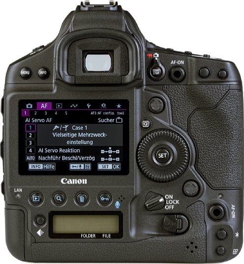 Bild Auf der Rückseite bietet die Canon EOS-1D X Mark III nicht nur einen acht Zentimeter großen TFT-Bildschirm, sondern auch ein zweites Status-LCD. In den beiden AF-On-Tasten befinden sich zudem optische Sensoren als Alternativen zu den Fokus-Joysticks. [Foto: MediaNord]