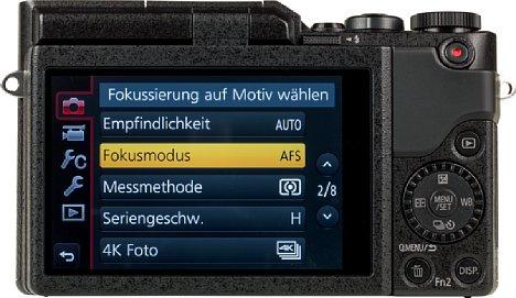 Bild Auf einen Sucher muss man bei der Panasonic Lumix DC-GX880 verzichten. Dafür bietet sie einen 7,5 Zentimeter großen Touchscreen. [Foto: MediaNord]